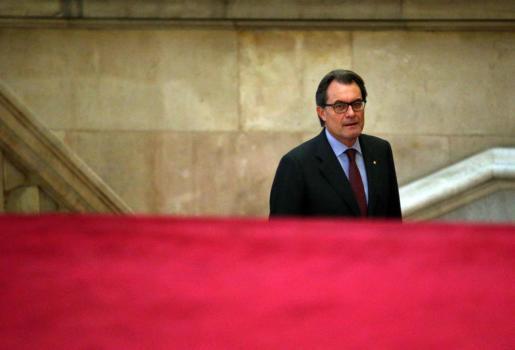 GRA287. BARCELONA, 13/11/2014.- El presidente de la Generalitat, Artur Mas, llega esta tarde al Parlament, donde continúa la ronda de contactos con los dirigentes de los partidos catalanes favorables al derecho a decidir par abordar los próximos pasos en el proceso soberanista.EFE/Toni Albir ARTUR MAS SE REÚNE CON DIRIGENTES DE LOS PARTIDOS FAVORABLES AL DERECHA A DECIDIR