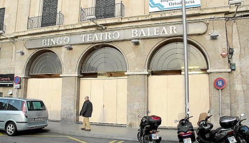 El Bingo Teatro Balear cerró a principios de este año para reconvertirse en el Gran Casino Teatro Balear, pero aún no ha logrado la licencia de obras pertinente.