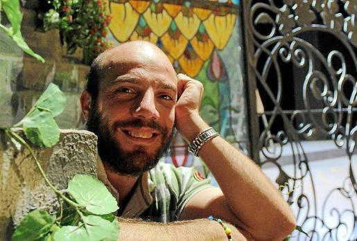 El barítono catalán Manel Esteve posó con motivo de la entrevista.