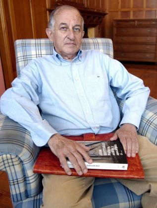 Fotografía de archivo realizada en Santander el 5 julio de 2006 de Juan Goytisolo, que este lunes ha sido galardonado con el Premio Cervantes 2014.
