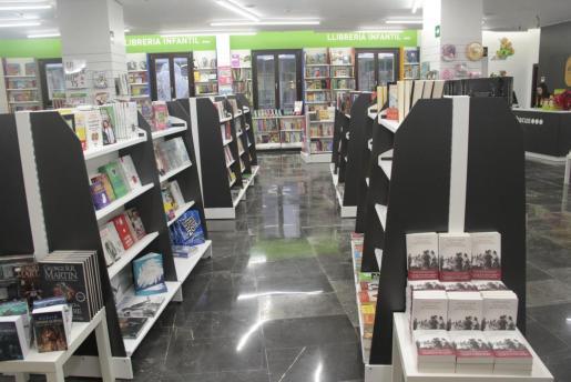 La cooperativa catalana Abacus inauguró su nueva tienda en Palma, una extensa librería para todos los públicos ubicada en la calle Colom