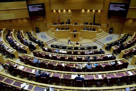 El ministro de Hacienda, Cristóbal Montoro, durante su intervención en el pleno del Senado en el que se votan las diez propuestas de veto a los Presupuestos Generales del Estado de 2015.