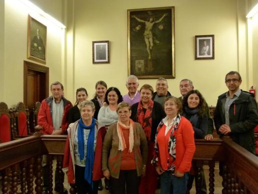 La alcaldesa Coloma Terrassa con los representantes de las distintas entidades sociales que han firmado los convenios de colaboración.