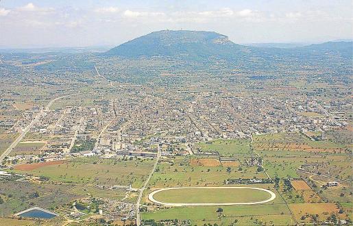 Vista aérea del pueblo de Llucmajor, declarado ahora zona de gran afluencia turística.