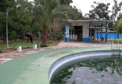La antigua piscina de Gesa será propiedad del Ajuntament tras su desafección.