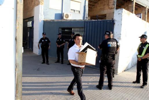 Las fuerzas de seguridad precintaron el Estadi Balear en junio de 2013.