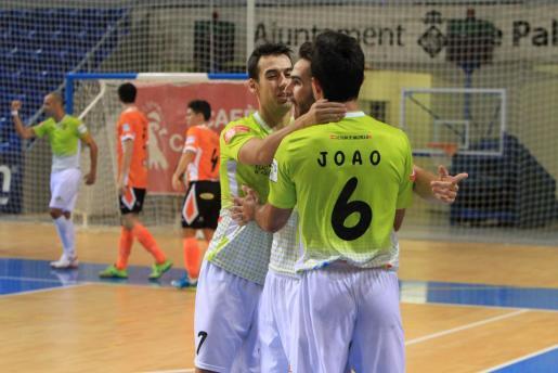 Los jugadores del Palma Futsal celebran un gol en un reciente partido.