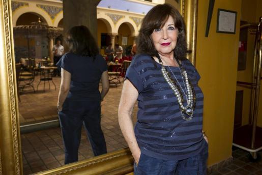 La actriz vallisoletana Concha Velasco durante una entrevista.