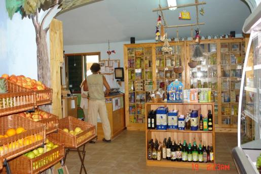 Interior de la tienda Son Barrina.