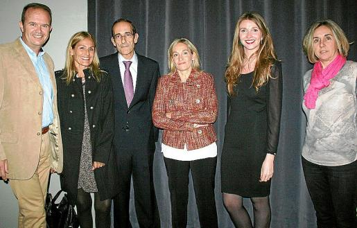 Juanjo Barea, Begoña Domínguez, el homenajeado Carlos Izquierdo, Margarita Bestard, Francina Galmés e Inmaculada López.