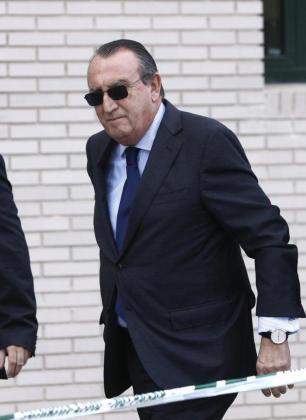 Fotografía de archivo, tomada el 29/10/2013, del expresidente de la Diputación de Castellón, Carlos Fabra, a quien el Tribunal Supremo ha confirmado la pena de cuatro años de prisión por delitos fiscales.