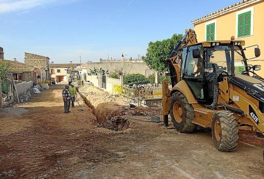 Imagen de las obras iniciadas en la calle de la Roca Llisa de Pòrtol.
