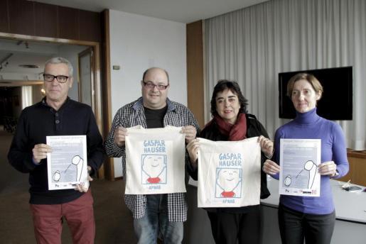 Miquel Àngel Lladó, Joan Carles Bestard, Maribel Morueco y Francisca Tomàs durante la presentación de 'El inquilino de hielo'.