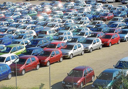 Foto de archivo de un depósito de coches de alquiler.