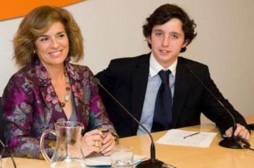 Francisco Nicolás Gómez, el 'pequeño Nicolás', en una imagen junto a la alcaldesa de Madrid, Ana Botella.
