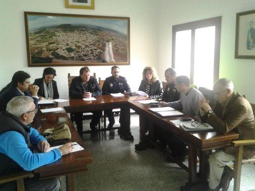 La sesión constituyente del servicio asociado de Policía Local se celebró en la sala de plenos del Ajuntament de Vilafranca.