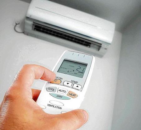Dos técnicos de una empresa de climatización colocaron un móvil en el aire acondicionado para grabar una supuesta extorsión.