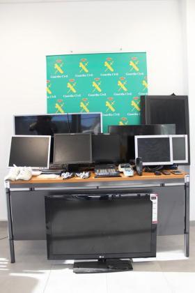 Los televisores intervenidos al detenido.