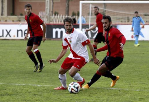 Lance del partido disputado entre el Mallorca B y l'Hospitalet en Son Bibiloni.
