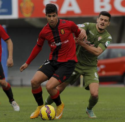Imagen de archivo del partido disputado en Son Moix entre el Real Mallorca y el Sporting de Gijón, con Marco Asensio en primer plano.