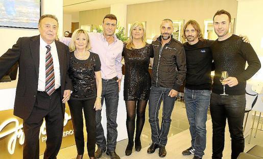 Francisco Segura, Caty Mora, Jaime Segura, Lupe Espinar, Manu García, Alberto Segura y Carlos Veiga.
