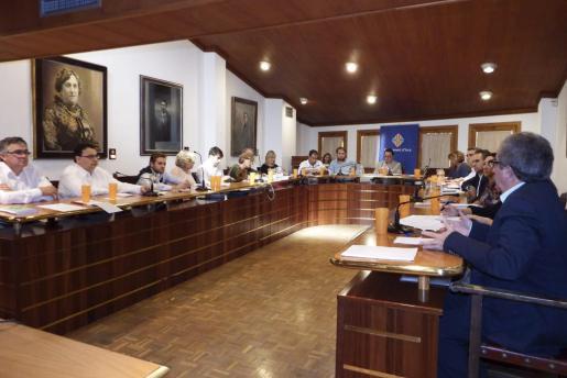 El PP aprobó en solitario las cuentas municipales para el año 2015 durante la sesión plenaria celebrada en el Ajuntament de Inca.