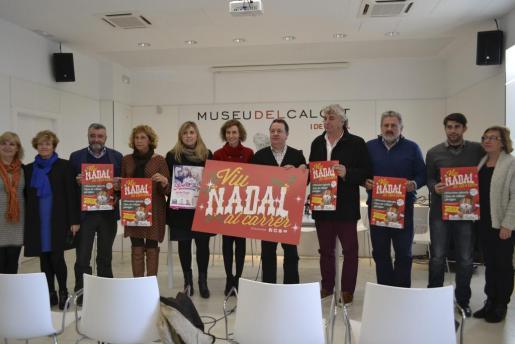 Comerciantes y autoridades municipales durante la presentación de la campaña de Navidad.