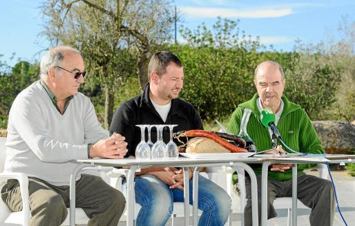 De izquierda a derecha: Toni Besora, el concejal Paco Montilla, y Pep 'Recó'.
