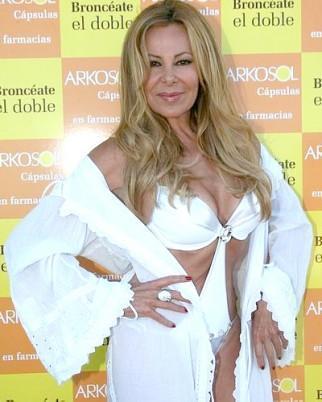 Ana Obregón lució un trikini.