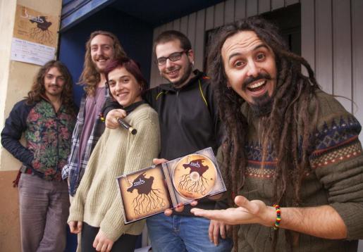 'Revolució', álbum debut de los mallorquines Broots, es el canto insurgente de un grupo de amigos preocupados por las desigualdades sociales.