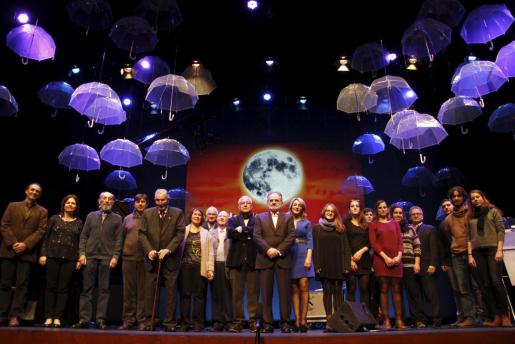 Antes de la gala, los premiados subieron al escenario del Auditori de Alcúdia y posaron para la primera imagen de la Nit de la Cultura 2014.