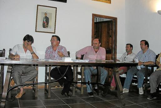 SELVA. AYUNTAMIENTOS. PRIMER PLENO DEL AYUNTAMIENTO DE SELVA. MAS FOTOS EN EL DISCO DEL DIA 18.07.2007