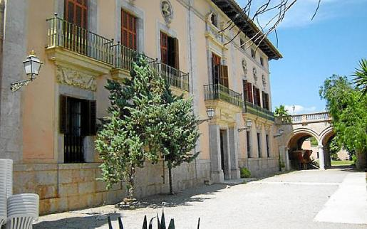 El Palau d'Aiamans se encuentra en el centro de Lloseta.