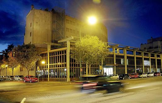 El edificio de la antigua Llar d'Ancians de Sa Nostra está en la calle General Riera de Palma.