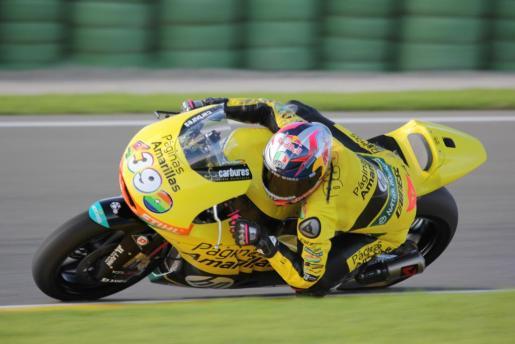 El piloto mallorquín Luis Salom durante la prueba de la moto que pilotará en la temporada 2015.