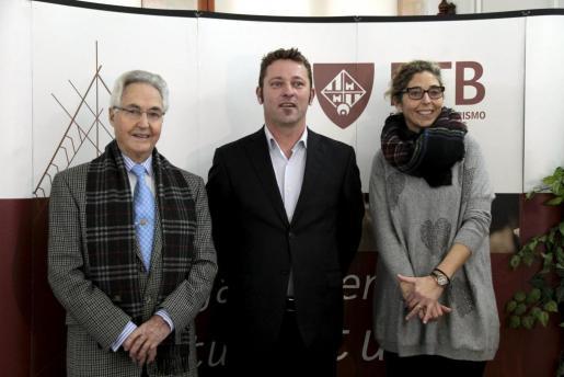 Felipe Moreno, Tom Peeters y Cote Moreno en la Escuela Universitaria de Turismo Felipe Moreno.