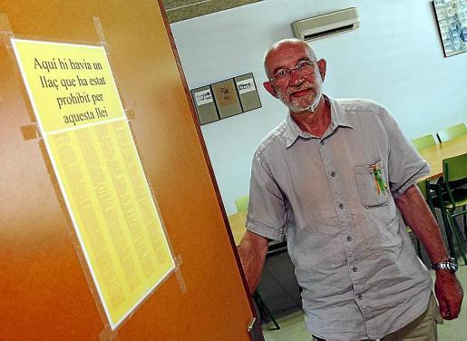 Jaume March, en la puerta de la sala de profesores del IES Marratxí.
