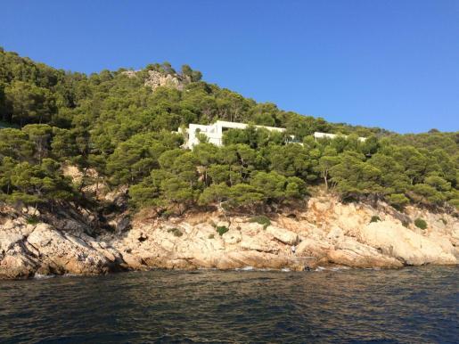Vista del chalet de Alfonso Cortina en Formentor.