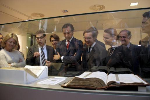 El president José Ramón Bauzá visita la reapertura del archivo del Reino de Mallorca.