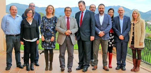 El nuevo director general d'Universitats i Recerca, Antoni Alcover, se reunió este jueves con el rector de la UIB, Llorenç Huguet, quien le presentó a su equipo.