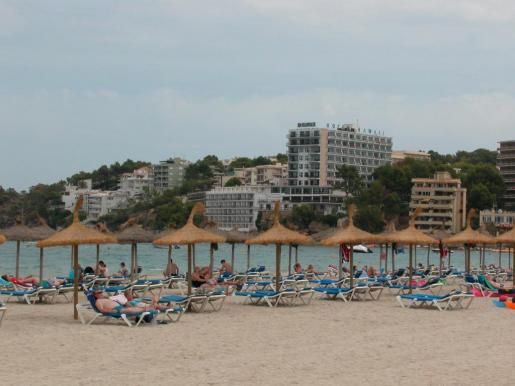 Vista general de la playa de Palmanova.