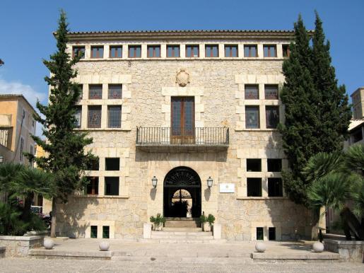 Imagen de la fachada del Ajuntament de Artà.