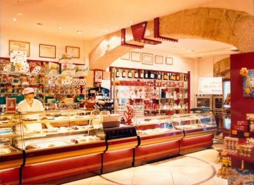 Imagen de uno de los establecimientos con los que cuenta Pastelerías Ballester.
