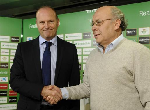 El presidente del Real Betis Balompié, Juan Carlos Ollero, durante la presentación del nuevo entrenador del equipo bético, Pepe Mel.