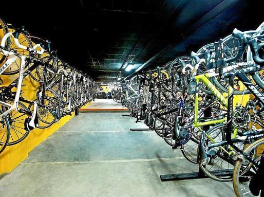 Taller de bicicletas en el sótano del hotel Spa Ferrer Janeiro.