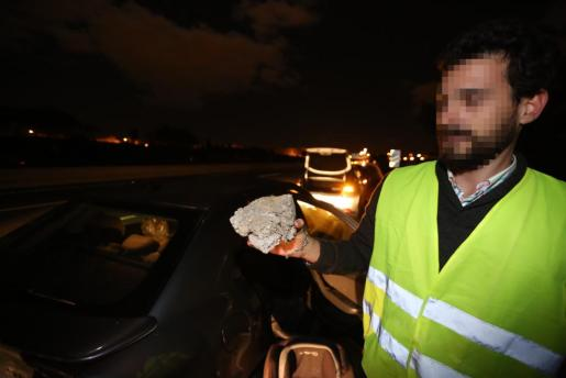 En la imagen, uno de los conductores que en las últimas semanas ha sufrido un ataque con piedras en la autopista de Inca.