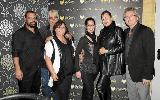 Gabi Eladlon, Joe Fleming, Marian Rodríguez, Natalia Fleming, Eleonor Rosselló y Juan Estrada.