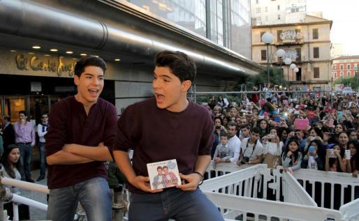 Gemeliers, durante una firma de discos en Palma.