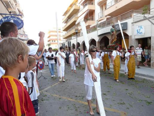 Los pescadores veneran la imagen de Sant Pere en la tradicional procesión marinera.