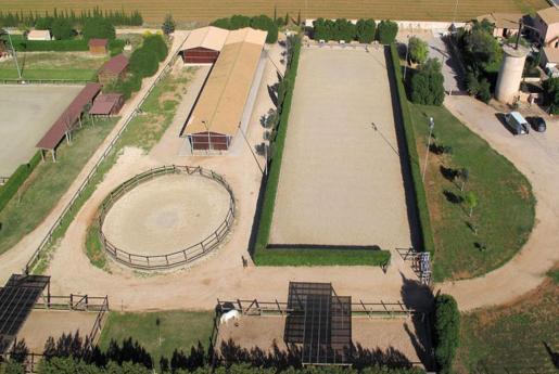 La Paz Dressage. Imágenes del rancho, de más de 30.000 metros cuadrados dotados de pistas de última generación, un 'redondo' de 18 metros para dar cuerda y numerosos 'paddocks', antes de la entrada del clan gitano.